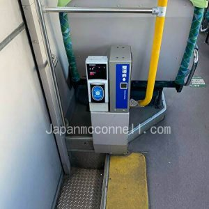 1, touch the ic card reader on the bus