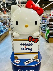 hello kitty, narita anime deck