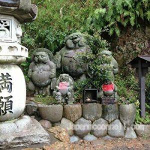 Mangan Dou, Tanigumisan, Kegonji, Gifu, temple, wild dog statues, Tanuki,